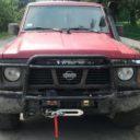 Czerwony Nissan Patrol Y60