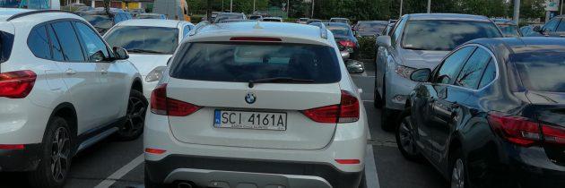 Białe BMW X1 XDRIVE 18D